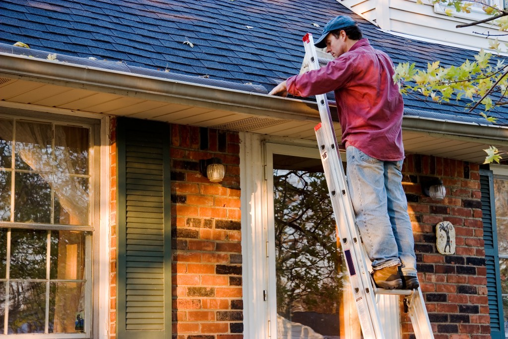 My Gutters Are Leaking From Behind! | Terry's Plumbing