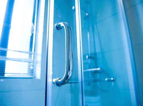 Framed-Vs-Unframed-Shower-Door